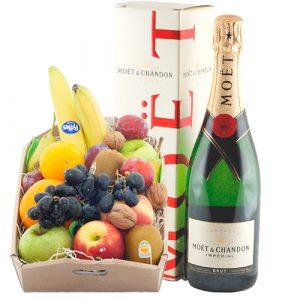 Fruitkistje met een fles Moët & Chandon champagne
