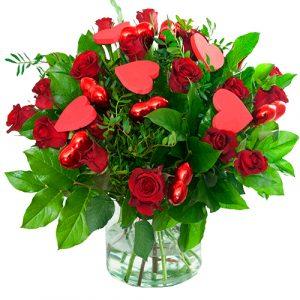 Valentijn boeket rode rozen met hartjes